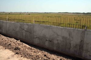 Construction of the border wall in Granjeno, Texas (October 2008)