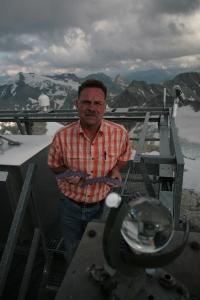 Hans Lindler auf dem Dach der Wetterstation am Sonnblick